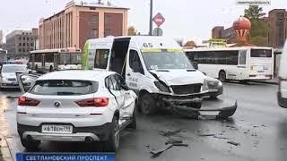 В результате дорожной аварии на Светлановском проспекте пострадали 4 человека