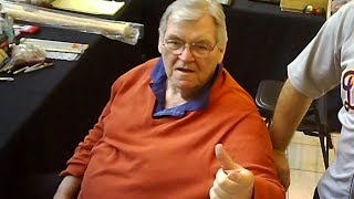 LEGEND DENNY MCLAIN GETS ANNOYED AT THE BASEBALL CARD SHOW