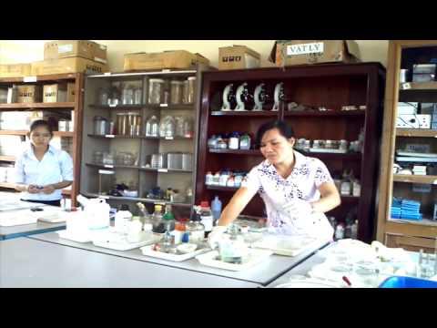 THCS Nguyễn Khuyến -  GV làm thì nghiệm hóa học vui (Năm học 2015-2016)