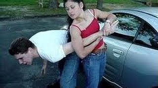 Смотреть онлайн Пара приемов женской самообороны при попытке ограбления