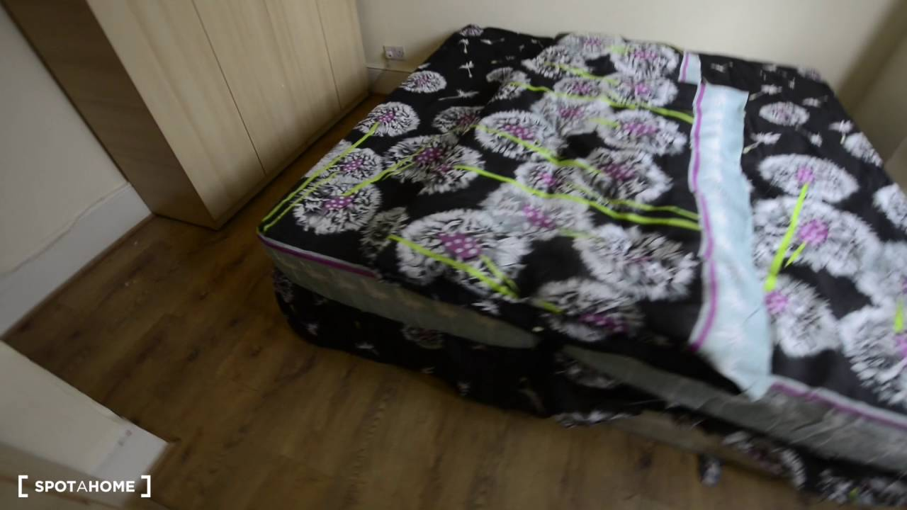 Rooms to rent in a bright 3-bedroom house with garden in Leyton, London