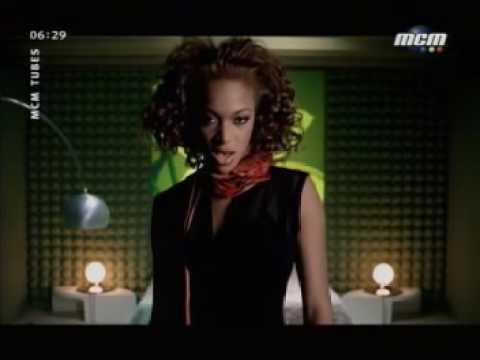 Cantante Nera Con I Capelli Rossi Yahoo Answers