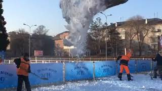 На площадь в Уссурийске привезли снег