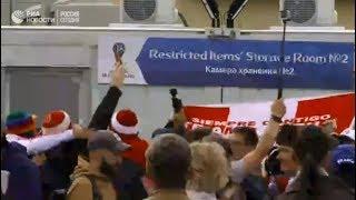 Фанаты прибывают на стадион в Екатеринбург