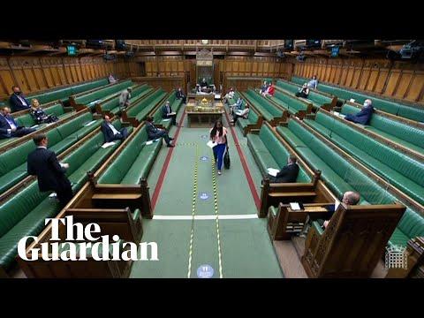 """شاهد لحظة طرد نائبة في البرلمان البريطاني اتهمت جونسون """"بالكذب"""""""