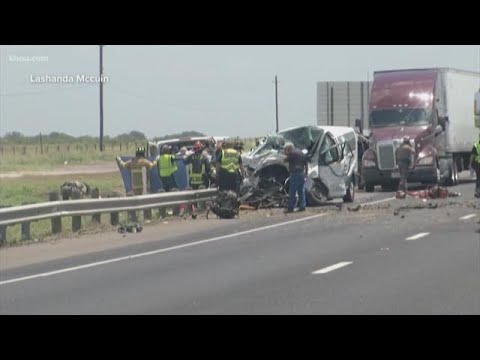 5 dead, several others injured in crash on US 59 near Victoria
