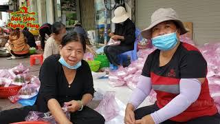 500 người đến Chợ Bến Thành nhận cơm bất ngờ khi anh xe ôm có hành động lạ #SGNN