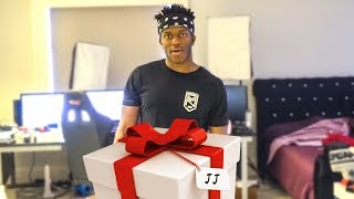GIVING THE SIDEMEN PRESENTS!