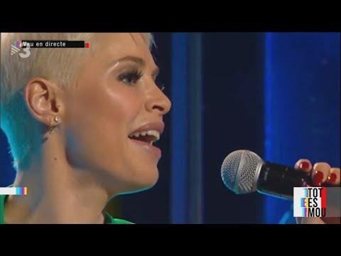 Soraya Arnelas canta Yo brindo 11.10.2018