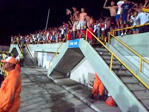 """""""Movete Rojo Movete - Barón Rojo Sur (Real Cartagena vs América de Cali - @Cartagena 2013)"""" Barra: Baron Rojo Sur • Club: América de Cáli"""