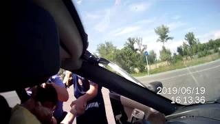 Смотреть онлайн Беспредел на дороге: гаишники заламывают водителя