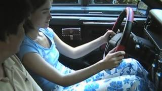 Смотреть онлайн Вождение: первый урок теории для автоледи