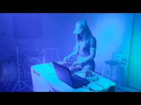 DJ Karen Keen no White Party 2008 em Agua boa