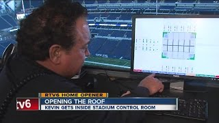 How does Lucas Oil Stadium roof open?