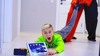 КОРОЧЕ ГОВОРЯ ОН ВЕРНУЛСЯ ??? He is back ... He took ALL our gadgets!