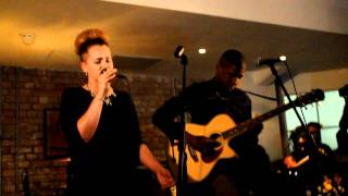 Etta Bond ft Labrinth - Forgiveness Acoustic @ wired