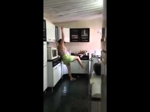 Alexandre da Palestina quase mata a Mãe na Cozinha