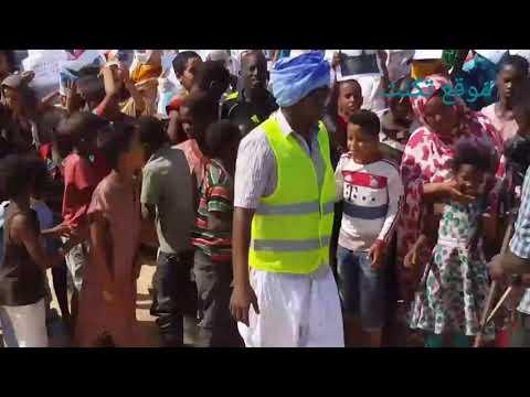 شاهد كيف استغل أطفال تكنت وقفة للمطالبة بالمياه – فيديو
