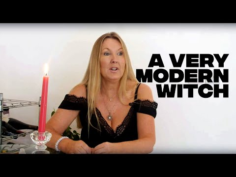 This modern 'white witch' casts spells for a living
