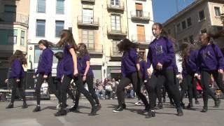 preview picture of video 'Art & Dance actuant en el Dia de la Dona a Figueres'