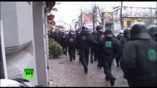 В Гамбурге разогнали демонстрацию водометом, по европейски.