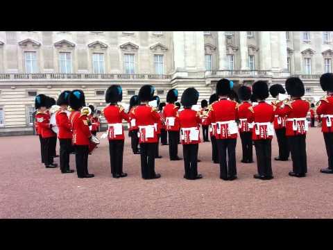 hqdefault - La Guardia Real britanica interpretando la musica de Juego de Tronos durante un cambio de guardia