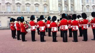 """Смотреть онлайн Британская гвардия исполняет OST """"Игры престолов"""""""