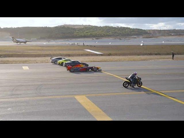 سباق  بين دراجة نارية وطائرة حربية وسيارات رياضية