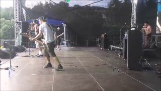 Video HOT PANTS - Alfa manuál live - Vysmáté léto 2015 stage side view