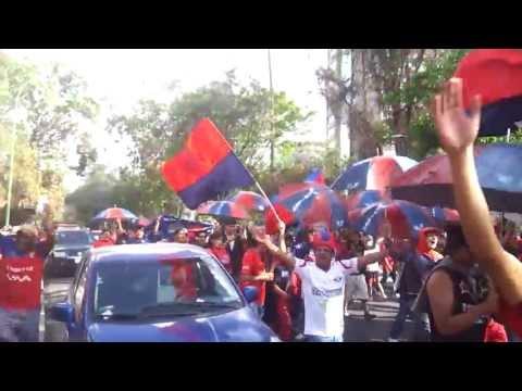 """Gurkas LBDA caravana al estadio 2013"" Barra: Gurkas • Club: Jorge Wilstermann"