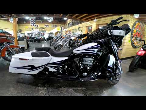 2016 Harley-Davidson CVO™ Street Glide® in South Saint Paul, Minnesota - Video 1