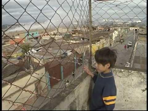Kinderen die wonen op de vuilnisbelt van Guatemala (54.25)