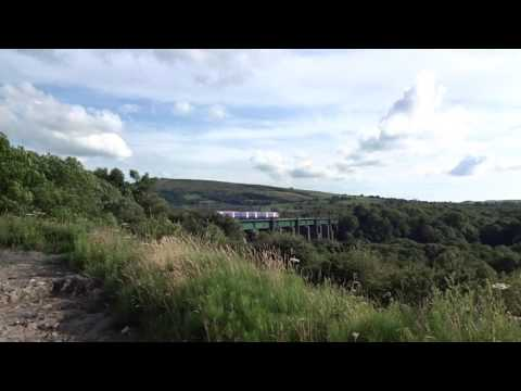 Northern Class 323 crossing the Dinting Viaduct in Glossopda…
