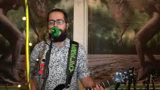 Video Radiomaják - Dívka v rudých šatech (From The Basement)