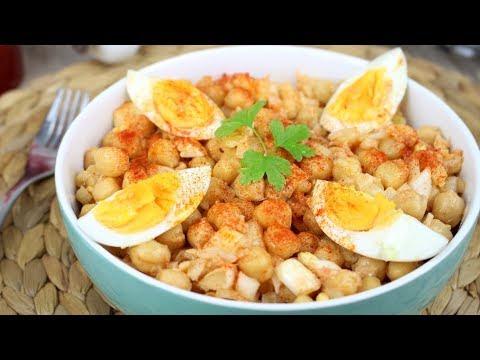 Ensalada de garbanzos con bacalao, huevo y pimentón