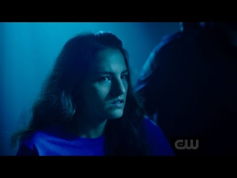 """The Flash - """"A Flash of the Lightning"""" Exclusive Clip"""