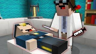Доктор делает операцию Коп Нуб в Майнкрафт ! Операция нуба в больница хирург MInecraft !