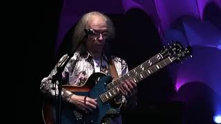 Yes- Roundabout- Live From Lyon 2009