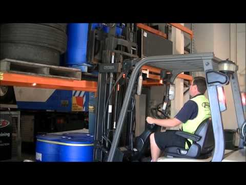 Forklift Training - How to lift a load - Part 5/6