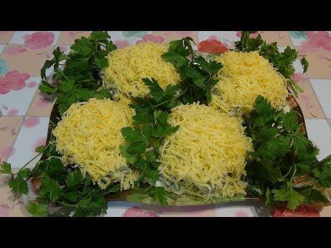 Мясной салат с кедровыми орешками и черносливом.