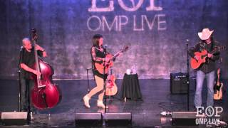 "Suzy Bogguss ""Let's Chase Each Other Around The Room"" (Merle Haggard cover) @ Eddie Owen Presents"