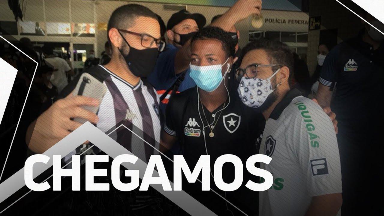 Torcedores recebem Botafogo com carinho em Aracaju e são retribuídos com brindes