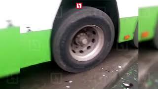 Автобус протаранил остановку в Москве