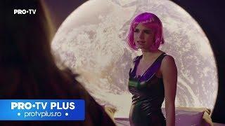 PROFU' și PROFA o caută pe Paula într-un studio de videochat