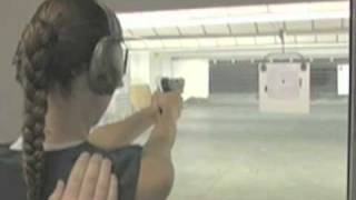 The Listener - Saison 1 - Lisa Marcos at the Gun Range