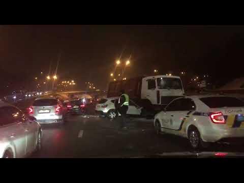 В сети появилось видео аварии в районе моста Патона