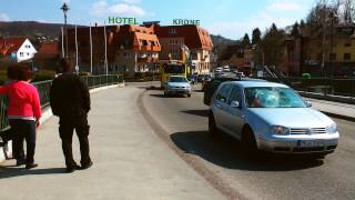 preview picture of video 'Schornsteinfeger geschockt von Schwan in Windschutzscheibe - Service-Arbeit für ADAC und Carglass'