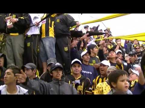 """""""los pibes de la incomparable, siempre alientan desde el cielo"""" Barra: La Incomparable • Club: Deportivo Madryn"""