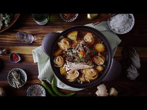 { Gamjatang soup } 감자탕 Korean pork bone soup, easy home cooking recipe