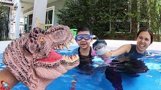 น้องบีม   เล่นสระน้ำเป่าลม ไดโนเสาร์ ปลาฉลาม